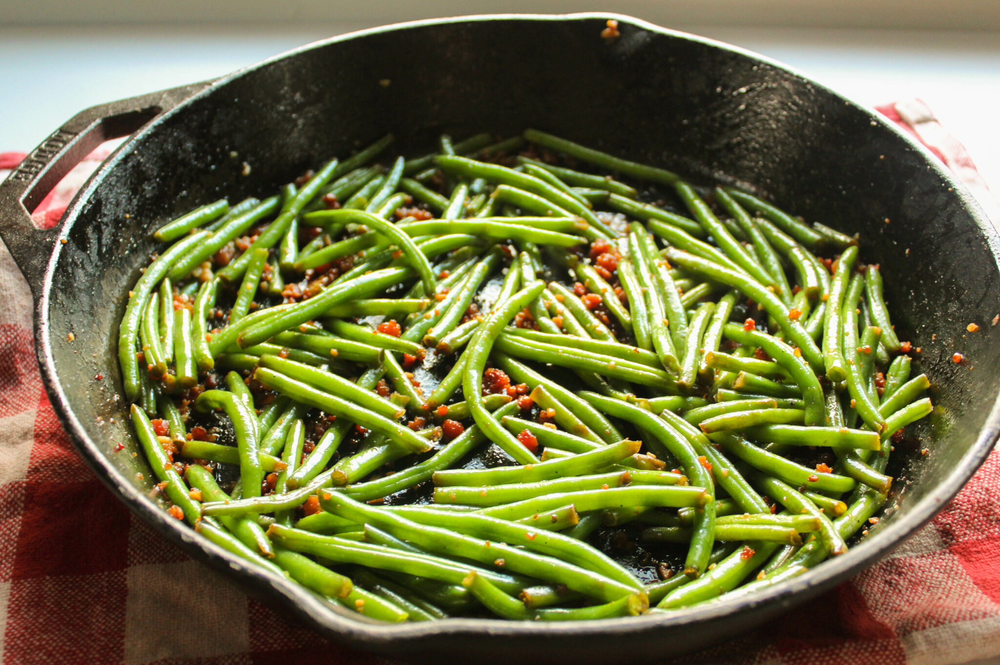 "Brown ""Sugar"" Bacon Green Beans (THM:S, Sugar-Free, Easy!)"