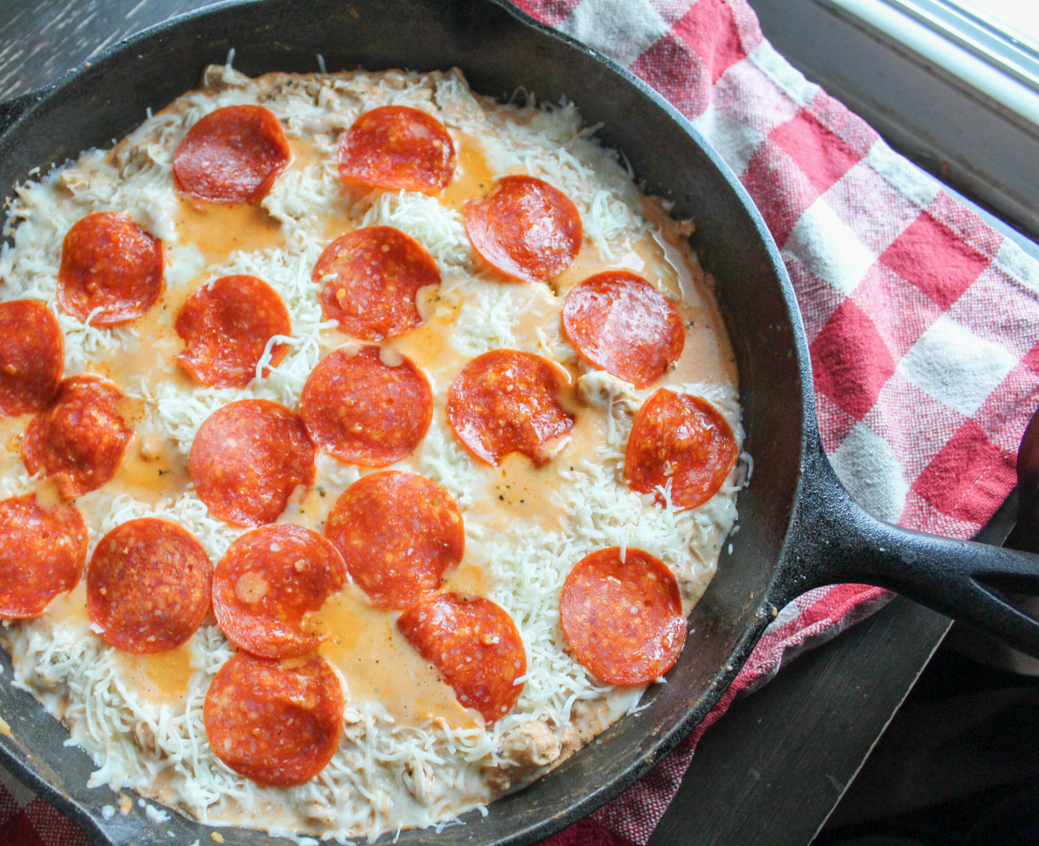 My Pepperoni Chicken Skillet is a slimming way to enjoy all the BEST flavors of pizza! This is a family-friendly meal that comes together in no time.